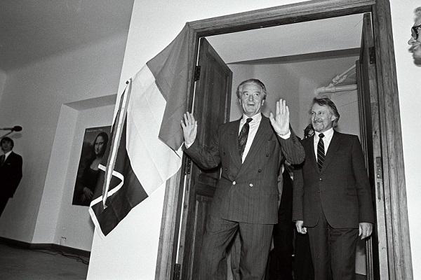 Roland Dumas Prantsuse kultuurikeskuse avamisel. Foto: Eesti Rahvusarhiiv, E. Prozes