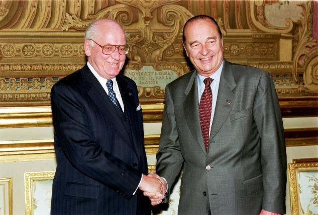 President Lennart Meri riigivisiit Prantsumaale. Chirac ja Meri käepigistus. Foto: Prantsuse peaministri fototeenistus