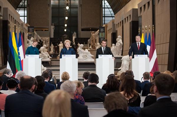 Eesti, Leedu, Prantsusmaa ja Läti presidendid Balti sümbolismi näituse avamisel Orsay muuseumis tähistamaks Balti riikide iseseisvuse 100 aastapäeva.